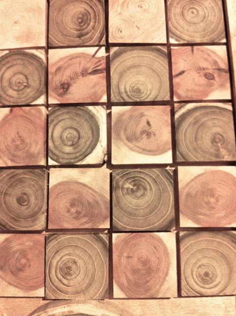 panneau de d coration en rondelles de bois aux carr es d coration maison rondelles de bois. Black Bedroom Furniture Sets. Home Design Ideas