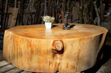 table de s jour en grosse rondelle de c dre d coration maison rondelles de bois en ligne. Black Bedroom Furniture Sets. Home Design Ideas