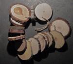 chapelet d'échantillons d'environ 56 essences de bois en  rondelles